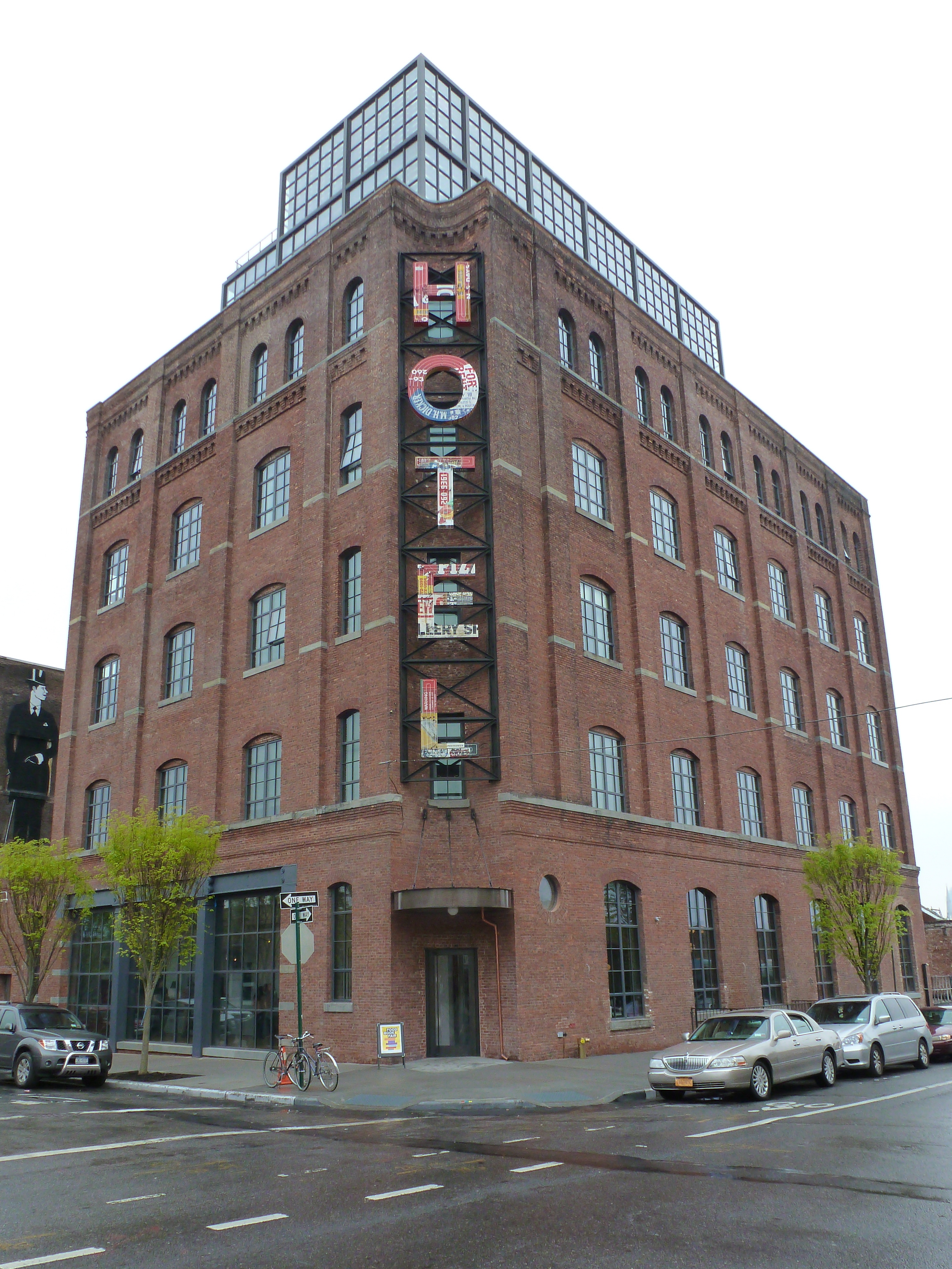 Hipster hotel brooklyn imbecile for Hipster hotel